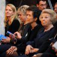 Un rare sourire passe sur le viasge de la princesse Mabel... La famille royale des Pays-Bas (la reine Beatrix, le prince Willem-Alexander, la princesse Maxima, le prince Constantijn, la princesse Laurentien et la princesse Mabel) procédait le 12 décembre 2012 à la remise à Eloisa Cartonera du Prix Prince Claus décerné par la fondation Prince Claus, coprésidée par le prince Constantijn et le prince Friso. Ce dernier est toujours dans le coma, à Londres.