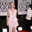 Charlize Theron radieuse lors des Golden Globes en tenue Dior