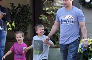 Mark Wahlberg, papa poule aux petits soins avant d'affronter des robots