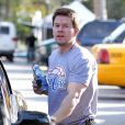 Mark Wahlberg profite de ses fils Michael et Brendan à Beverly Hills, le 15 décembre 2012.