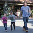 Mark Wahlberg aux côtés de ses fils Michael et Brendan à Beverly Hills, le 15 décembre 2012.