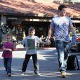 Mark Wahlberg et ses fils drôlement en forme, Michael et Brendan, à Beverly Hills, le 15 décembre 2012.