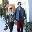 Paris Hilton et son petit ami River Viiperi se promènent à West Hollywood, le 13 decembre 2012.