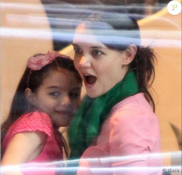 Katie Holmes souffle sur ses 34 bougies avec sa fille Suri et quelques amis au Sugar & Plumm de Manhattan, le 18 décembre 2012.