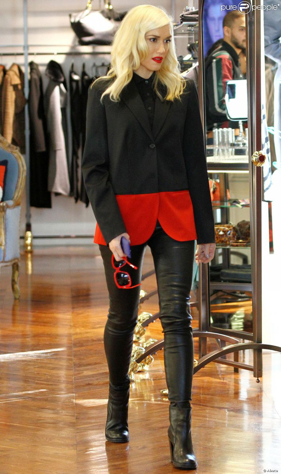 Gwen Stefani fait du shopping à Los Angeles. Le 19 décembre 2012.