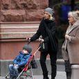 Naomi Watts et sa mère Miv Watts vont à un salon de manucure-pédicure à New York, le 20 décembre 2012.