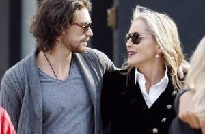 Sharon Stone : Souriante et amoureuse, elle achève 2012 en beauté
