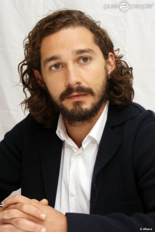 1013709-shia-labeouf-posing-during-the-p