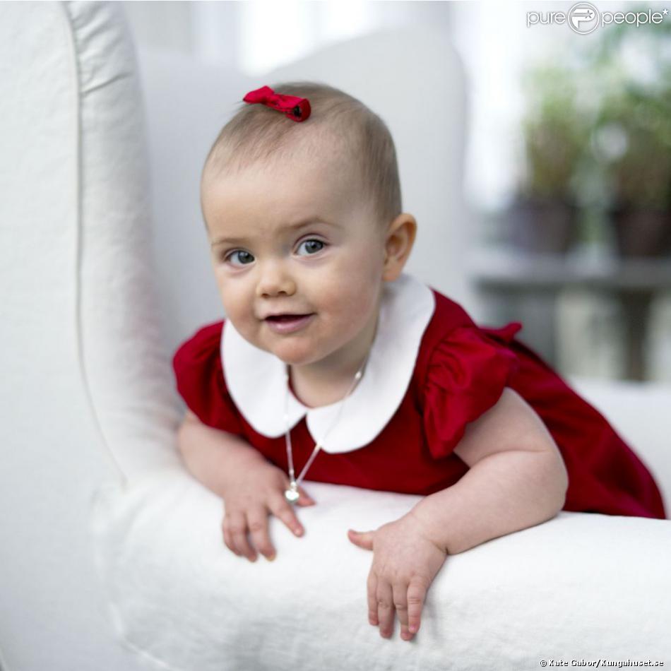 La princesse Estelle de Suède, qui aura 1 an le 23 février 2013, lors de son premier Noël, en décembre 2012