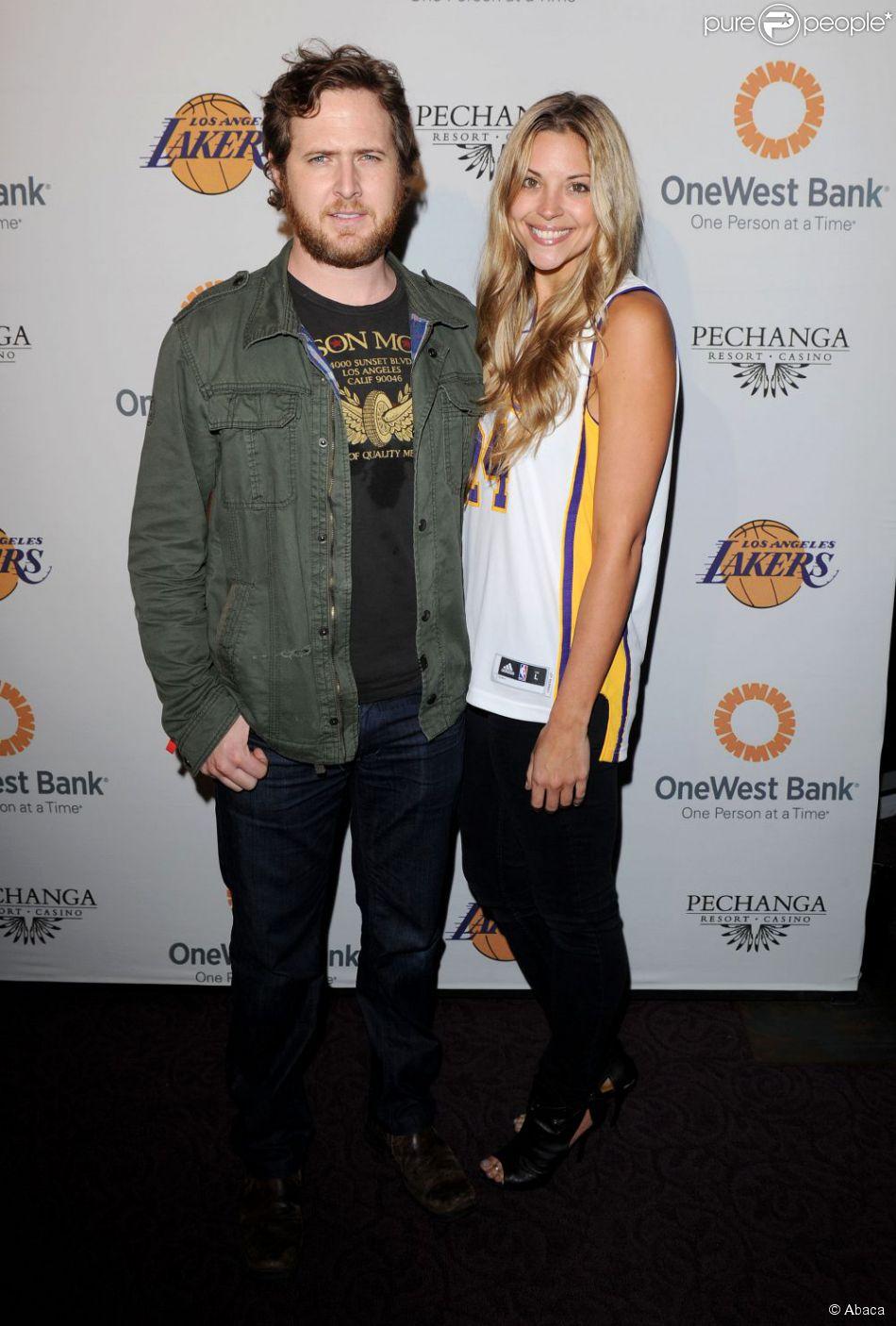 A.J. Buckley et sa fiancée Abigail Ochse en avril 2011 à Los Angeles