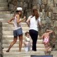 Jessica Alba passe le début de l'année 2013 avec sa petite famille à Cabo San Lucas au Mexique. Photo prise le 3 janvier 2013. On peut voir ici ses deux enfants.