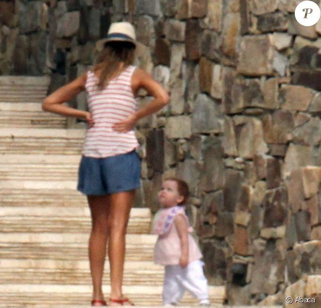 Jessica Alba passe le début de l'année 2013 avec sa petite famille à Cabo San Lucas au Mexique. Photo prise le 3 janvier 2013.