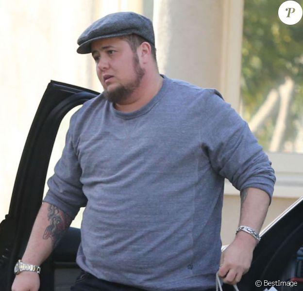 Chaz Bono, qui a déjà perdu du poids, rentre chez lui après une journée de shopping à Beverly Hills, le 7 janvier 2013.