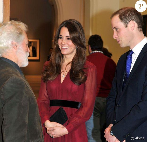 Le prince William et Kate Middleton, duc et duchesse de Cambridge, à la National Portrait Gallery de Londres le 11 janvier 2013, pour découvrir le portrait officiel de Catherine par le peintre Paul Emsley.