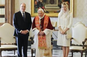 Charlene de Monaco, lumineuse au côté d'Albert, pour sa rencontre avec le pape