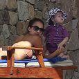 Jessica Alba passe le début de l'année 2013 avec son mari et ses filles à Cabo San Lucas au Mexique. On peut voir ici l'adorable Haven. Photo prise le 2 janvier 2013.