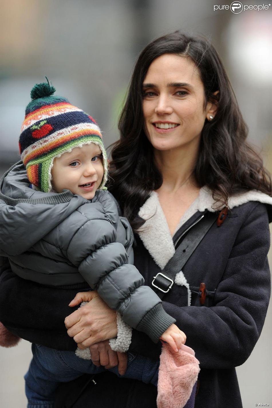 Jennifer Connelly et sa fille Agnes après avoir quitté le plateau de tournage du film  Winter's Tale  à New York le 14 janvier 2013.