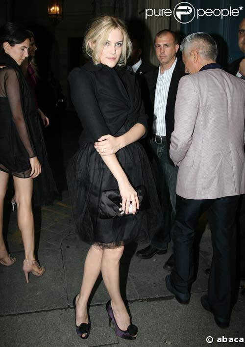 riley keough short hair. 52104 riley keough au defile valentino le 637x0 1 jpg. 52104 riley keough au defile valentino le 637x0 1 jpg middot; Original Page | Image Link