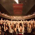 Des milliers de doigts d'honneur pour saluer avec humour la performance délirant des Airnadette, à l'Olympia le 19 janvier 2013.