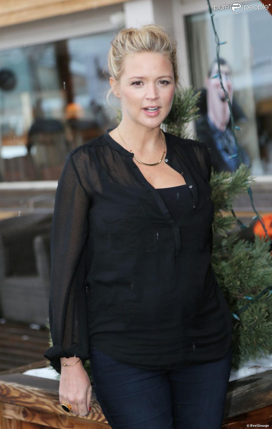 Virginie Efira affiche son ventre rond pour le film 20 ans d'écart à l'Alpe d'Huez, le 19 janvier 2013.
