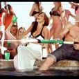 Le pistolet à eau, un basique ! Inna, image du clip  More Than Friends , extrait de l'album  Party Never Ends  à paraître le 1er mars 2012