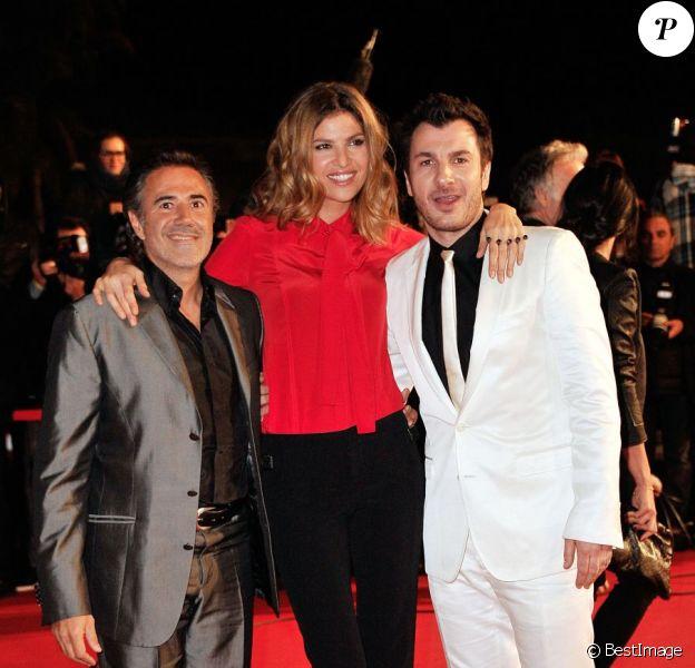 José Garcia, Isabelle Funaro et Michaël Youn sur le tapis rouge de la 14e édition des NRJ Music Awards au Palais des Festivals à Cannes, le 26 janvier 2013