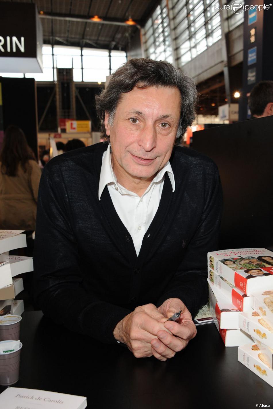 """Patrick de Carolis signe son livre """"La Dame du Palatin"""" au Salon du livre de PAris, le 20 mars 2011."""