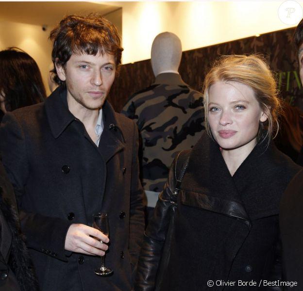 Exclusif - Raphaël et sa compagne Mélanie Thierry assistent au cocktail de présentation de la collection Camouflage de Valentino au Montaigne Market. Paris, le 16 janvier 2013.