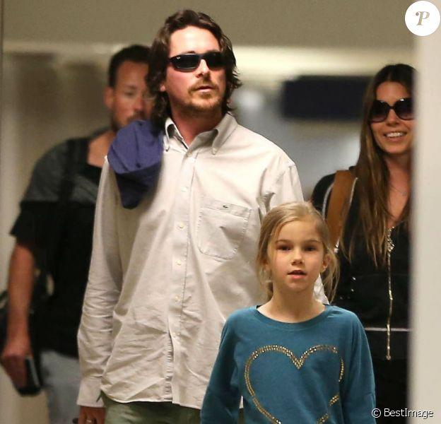 Christian Bale, sa femme Sandra Sibi Blazic et leur fille Emmeline arrivent à l'aéroport de Los Angeles, le 31 janvier 2013.