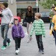 David et Victoria Beckham avec leurs enfants dans les rues de Santa Monica, le 17 mars 2012.