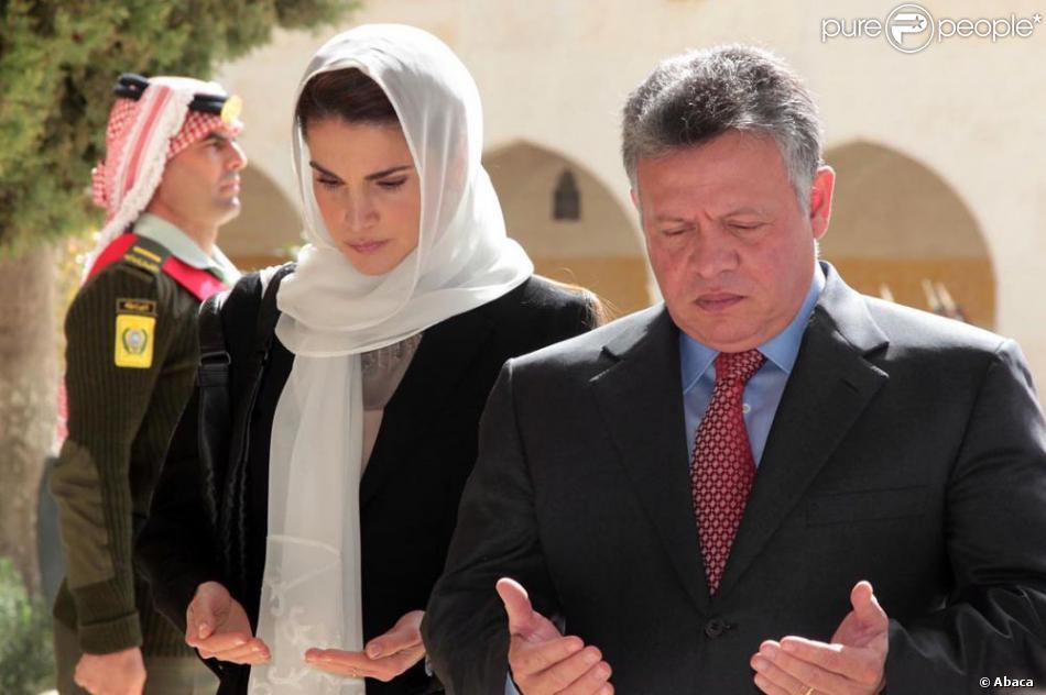 La reine Rania et le roi Abdullah II de Jordanie se sont recueillis le 7 février 2013 à la mémoire de feu le roi Hussein, pour le 14e anniversaire de sa mort, au cimetière royal d'Amman.