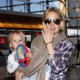 Kate Hudson, son fils Ryder, Matthew Bellamy et leur fils Bingham, à l'aéroport de Los Angeles, le 9 février 2013.