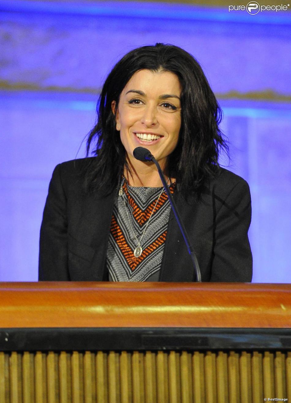 Jenifer a répondu à l'invitation de la fondation K d'urgences qui réunissait de nombreux artistes et personnalités politiques afin de faire 10 propositions au gouvernement pour aider les familles monoparentales. La réunion a eu lieu au Conseil Économique Social et environnemental à Paris le 18 février 2013.