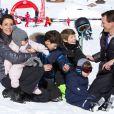 La princesse Marie et le prince Joachim de Danemark aux sports d'hiver avec leurs enfants, à Villars-sur-Ollon, le 13 février 2013.
