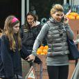 Lori Loughlin et sa fille Olivia font les courses chez Bristol Farms à Beverly Hills, le 19 février 2013.