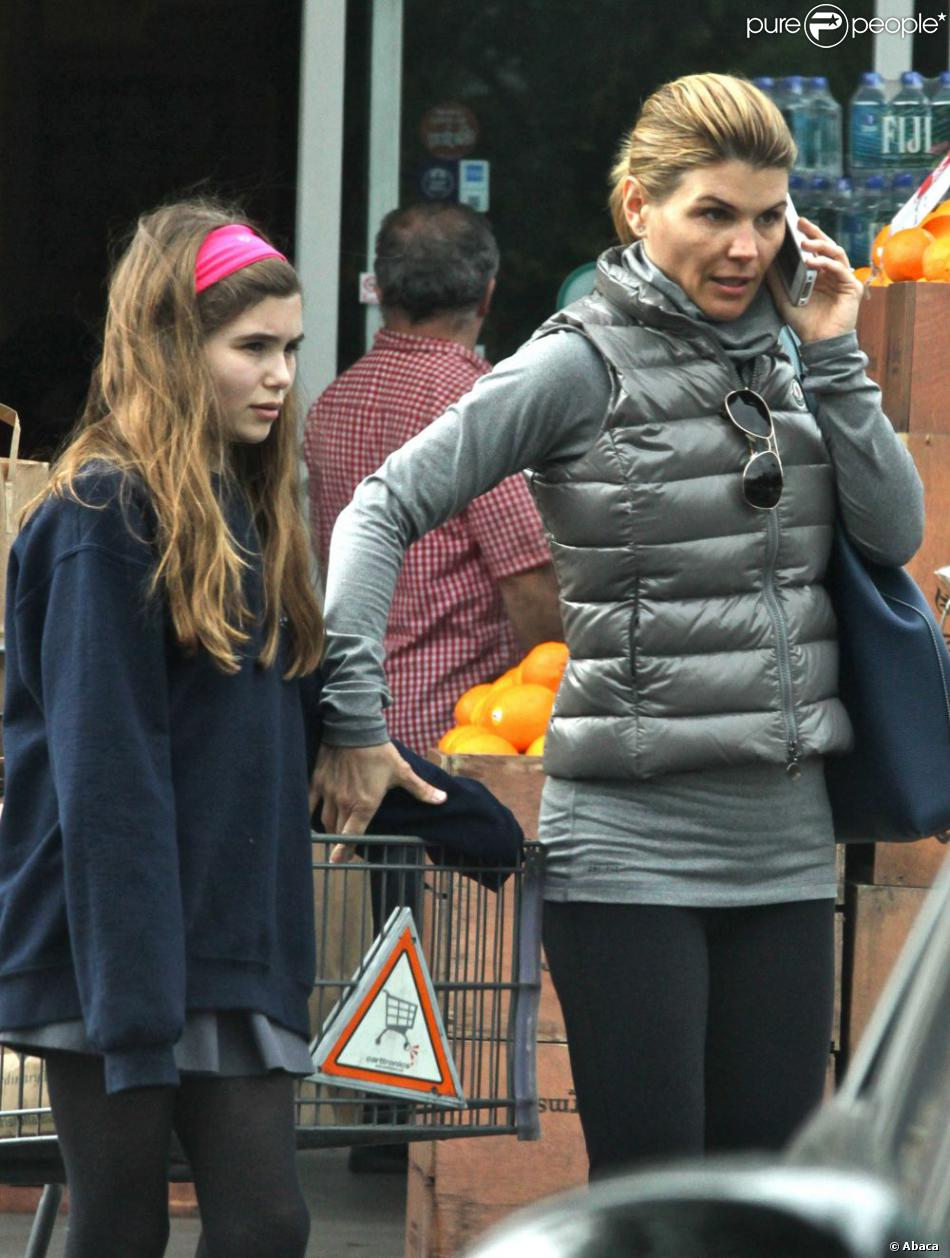 Lori Loughlin et sa cadette font les courses chez Bristol Farms à Beverly Hills, le 19 février 2013.