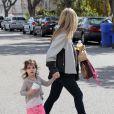 Sarah Michelle Gellar emmène sa fille Charlotte à l'école à Santa Monica, le 21 février 2013.