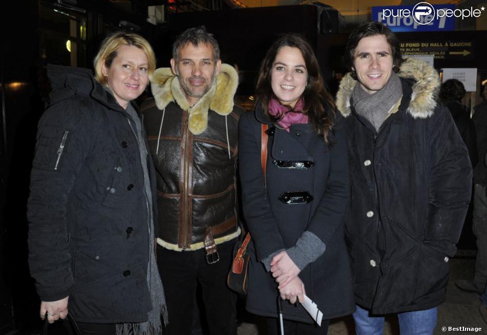 """Paul et Luana Belmondo, Anouchka Delon et Julien Dereins pour la 200e d'""""Inconnu à cette adresse"""" au Théâtre Antoine à Paris, le 25 février 2013."""