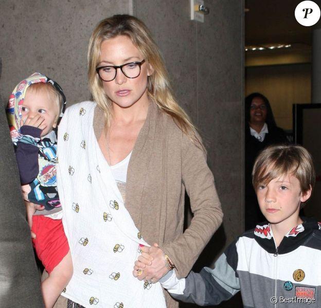 Kate Hudson et ses fils Ryder et Bingham arrivent à l'aéroport de Los Angeles, le 27 février 2013.