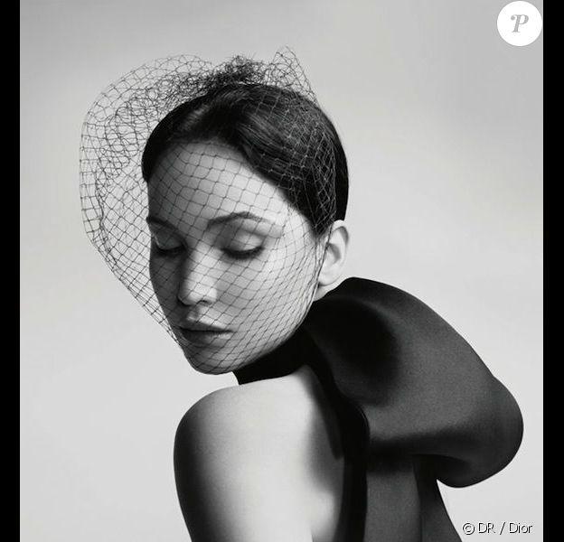 Jennifer Lawrence adoptée par la maison Dior pour sa nouvelle campagne publicitaire.