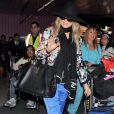 Fergie, enceinte, arrive à l'aéroport de Los Angeles. Le 1er mars 2013.