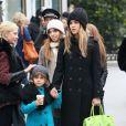 Jessica Alba et sa fille Honor font du shopping à Paris, le 2 mars 2013.