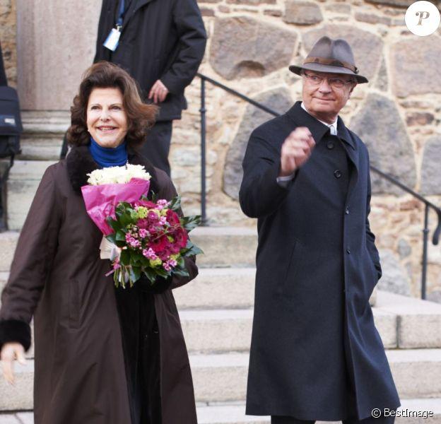Carl XVI Gustaf de Suède et la reine Silvia en visite dans la ville de Kalmar, dans le comté de Kalmar, à l'occasion du jubilé du roi, le 5 mars 2013.
