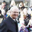 Bain de foule pour Carl  XVI  Gustaf  de Suède   en visite dans la ville de Kalmar  , dans le comté de Kalmar, à l'occasion du jubilé du roi, le 5 mars 2013.