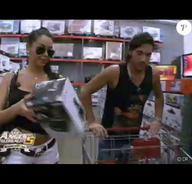 Nabilla et Thomas dans Les Anges de la télé-réalité 5 le mercredi 6 mars 2013 sur NRJ 12