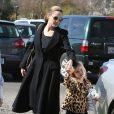 Exclusif - Angelina Jolie avec sa fille Vivienne au musée d'Histoire Naturelle pour la Saint-Valentin à Los Angeles le 14 février 2013.