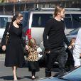 Exclusif - Brad Pitt et Angelina Jolie avec leurs enfants Knox et Vivienne au musée d'Histoire Naturelle pour la Saint-Valentin à Los Angeles le 14 février 2013.