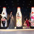 Marc Jacobs a célébré le lancement de ses bouteilles de Diet Coke en compagnie des mannequins Ginta Lapina, Eliza Cummings et Lily McMenamy à Londres, le 11 mars 2013.