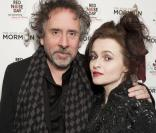 Tim Burton et Helena Bonham Carter assistent à la représentation de la comédie musicale The Book of Mormon au profit du Red Nose Day au Prince of Wales Theatre. Londres, le 13 mars 2013.