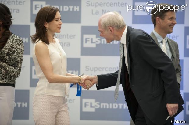 Książę Frederik Danii i jego żona księżniczka Mary podczas inauguracji nowej strony internetowej firmy FLSchmidt Antofagasta 14 marca 2013
